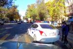 Кадры сняты на пересечении улиц Токтогула и Тимирязева. Запись с видеорегистратора прислал читатель Sputnik Кыргызстан.