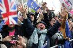 Правительство Великобритании отложило голосование по соглашению с Евросоюзом о выходе Великобритании из ее состава (Brexit), потому что парламент принял поправки, вынуждающие кабмин просить отсрочку в продлении сроков Brexit