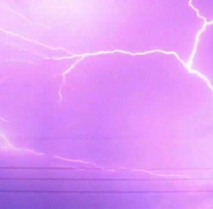 Жителям одной из японских префектур посчастливилось на этой неделе увидеть захватывающее, в буквальном смысле слова молниеносное шоу.