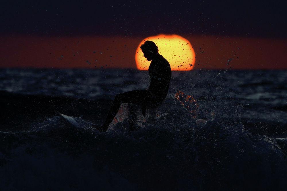 Колифорниянын (АКШ) Кардифф Стейт пляжынан тартылган кадр