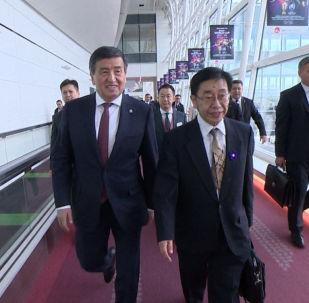 Президент Сооронбай Жээнбеков 21-октябрда иш сапары менен Токио шаарына барды. Ал Япониянын императору Нарухитонун такка отуруу аземине катышат.