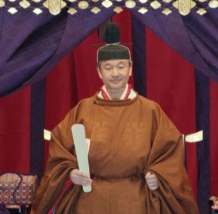 Токио шаарындагы императордук сарайда өткөн жаңы император, 59 жаштагы Нарухитонун такка отуруу салтанатына дүйнөнүн 195 өлкөсүнөн келген өкүлдөр күбө болду.