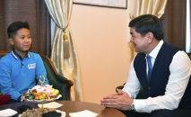 Премьер-министр Мухаммедкалый Абылгазиев встретился с юным математиком Арсеном Рахымбековым