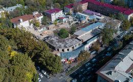 В Бишкеке сносят бывшую типографию газеты Эркин-Тоо. Мы сняли процесс с дрона и выяснили, что хотят построить на этом месте.