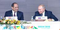 Президент РФ Владимир Путин в шутку сказал, что поделится зарплатой с главой Египта Абделем Фаттахом ас-Сиси.