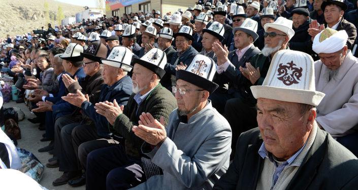 Президент Сооронбай Жээнбеков сегодня, 26 октября, в Кадамджайском районе Баткенской области принял участие в юбилейном торжестве по случаю 130-летия государственного и общественного деятеля Абдыкадыра Орозбекова