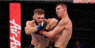 Кыргызстанский боец Рафаэль Физиев во время боя с американцем Алексом Уайтом на турнире UFC Fight Night 162