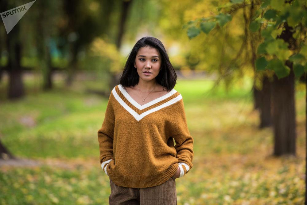 Зарема Жунусова, 30 жашта, PR-адиси, MamaParty долбоорунун түзүүчүлөрүнүн бири, блогер, ырдаганды жактырат.