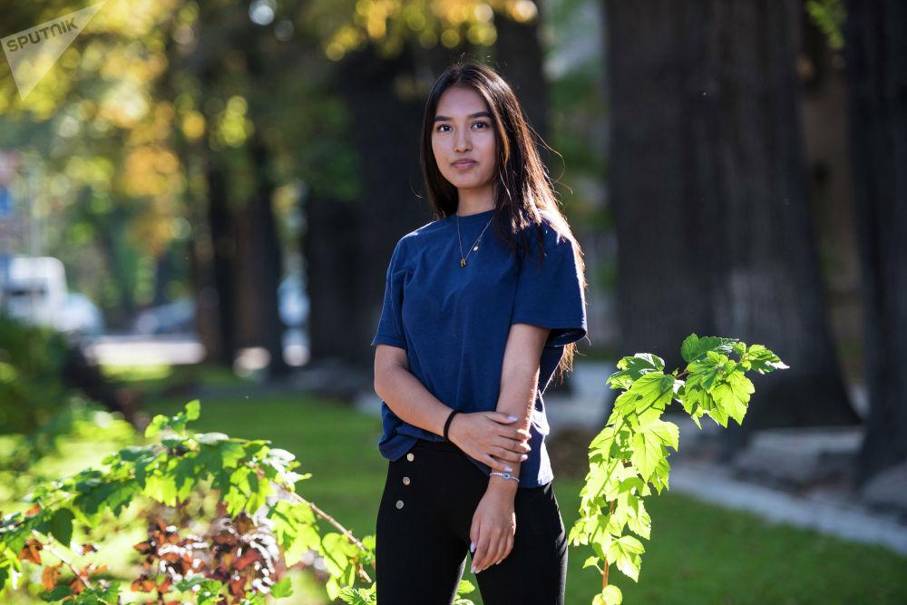 Акылай Гапарова, 19 жашта, студент.