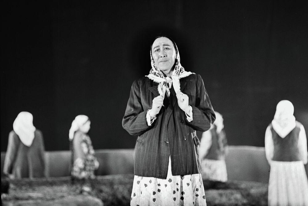 Күйүкова 1940-жылдан баштап Кыргыз драма театрында иштеген