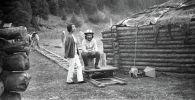 Режиссер Болот Шамшиев и актриса Айтурган Темирова, 1975 год Иссык-Кульская область