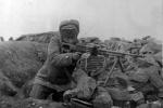 Мирбек Усенов на высоте Дарьал-Вушт в Панджшерском ущелье. Осень 1982 года