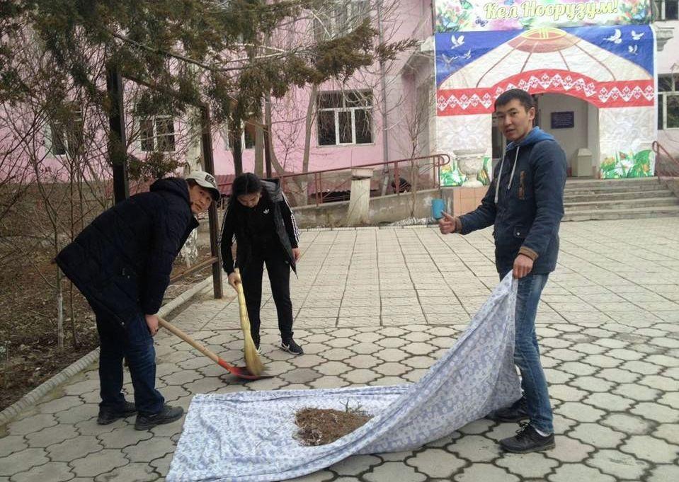 Студенты общественного объединения Жатакана жаштары оказывают безвозмездную помощь