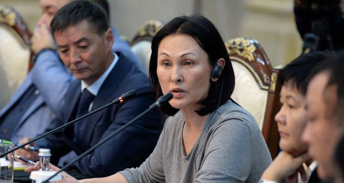 Один из руководителей средств массовой информации в Кыргызской Республики во время встречи с президентом Сооронбаем Жээнбековым