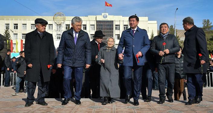Премьер-министр Кыргызской Республики Мухаммедкалый Абылгазиев  принял участие в мероприятии, приуроченного к празднованию 100-летия видного политического деятеля Кыргызской Республики Турдакуна Усубалиева на главной площади города Нарын