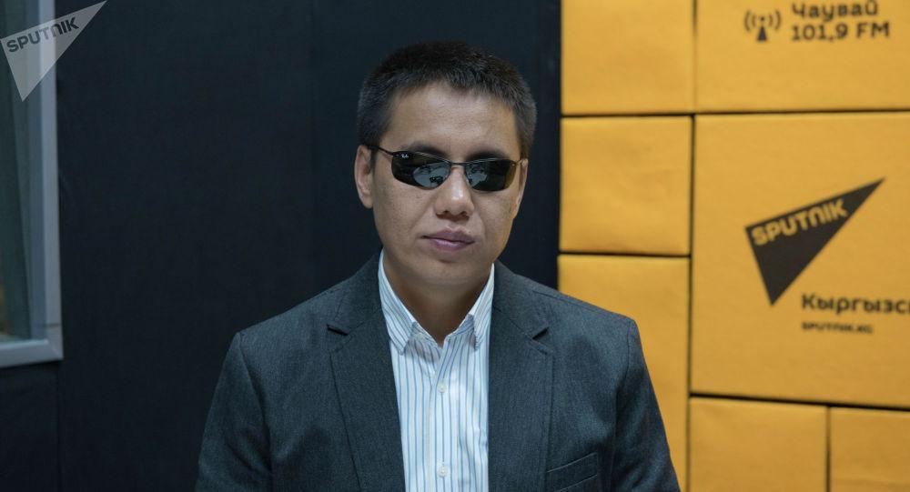 Депутат Жогорку Кенеша Дастан Бекешев на радиостудии Sputnik Кыргызстан