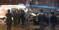 Бишкектин борбордук көчөлөрүнүн биринде тез жардам автоунаасы менен Mercedes жана Suzuki үлгүсүндөгү эки жеңил машина кагышты
