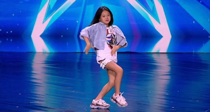 Саша Лим из Кыргызстана выступила в телевизионном шоу Central Asia Got Talent в Казахстане, представив танцевальный номер.