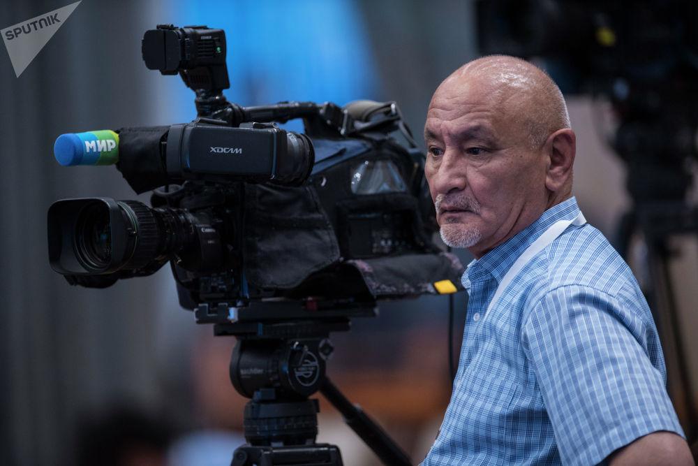 Каждый корреспондент хотя бы раз вживую видел главу своей страны...