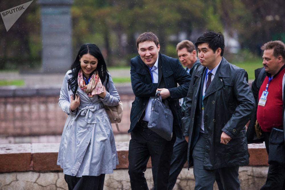 Корреспонденты Sputnik Кыргызстан Асель Минбаева, Максат Элебесов и Бакыт Толканов