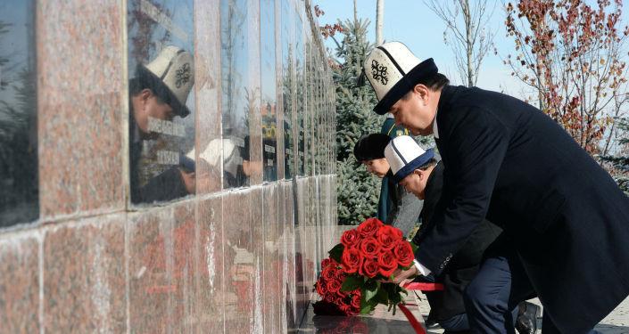 Президент КР Сооронбай Жээнбеков в Дни истории и памяти предков посетил Национальный историко-мемориальный комплекс Ата-Бейит