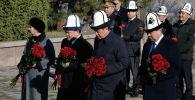 Президент Сооронбай Жээнбеков Ата-Бейит улуттук тарыхый-мемориалдык комплексине барганын өлкө башчынын маалымат кызматы билдирди