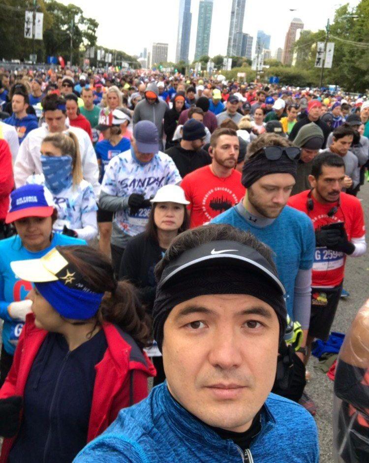 Участник чикагского марафона 2019 года кыргызстанец Темирбек Эркинов во время забега