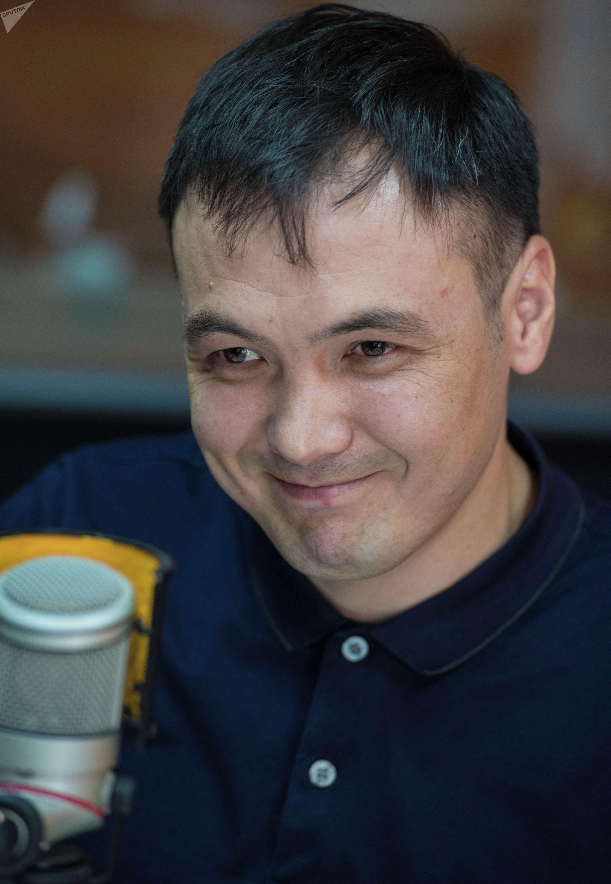 Участник чикагского марафона 2019 года кыргызстанец Темирбек Эркинов во время интервью