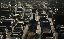 Автомобили в пробке на Садовом кольце в Москве. Архивное фото