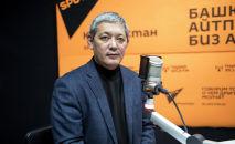 Торага организации Кыргызского общества слепых и глухих Бахтияр Мамбетказиев во время беседы на радио