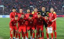 Футболисты сборной Кыргызстана во время матча между сборными Кыргызстана и Японии на стадионе Омурзакова в Бишкеке