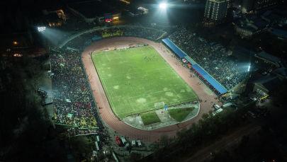 Болельщики во время матча между сборными Кыргызстана и Японии на стадионе Омурзакова в Бишкеке
