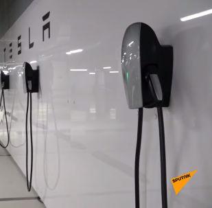 В Казахстане пока мало авто, которым нужна электрозарядка — всего 206, но зато в Нур-Султане открыли первый в СНГ комплекс для быстрой зарядки машин.