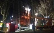 Мэрия Бишкека продолжает снос незаконно установленных объектов в городе — гаражей, павильонов, рекламных щитов и других