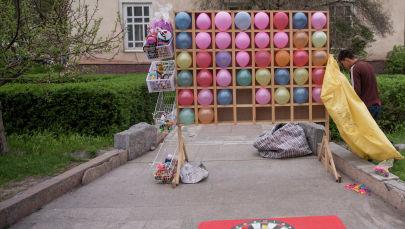 Развлекательный аттракциона на центральной площади Ала-Тоо. Архивное фото