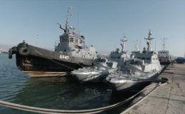 Федеральная служба безопасности опубликовала видео, показав внутренние помещения украинских кораблей, задержанных в прошлом году в Керченском проливе.