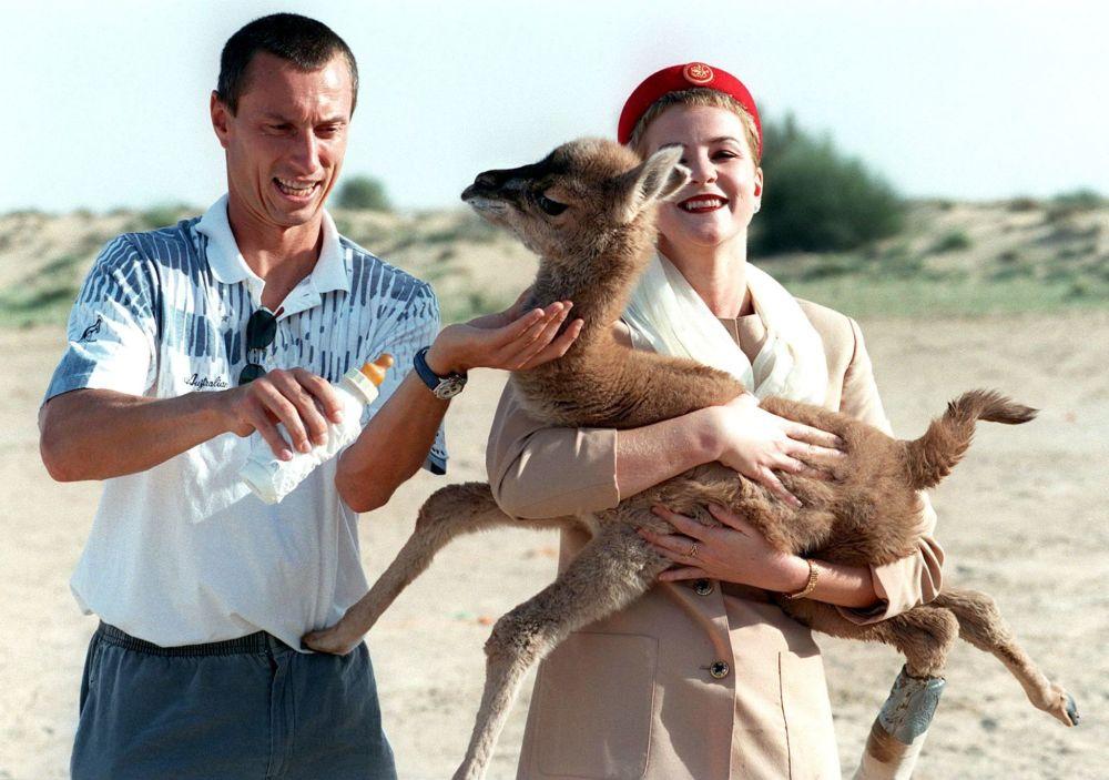 Чешский теннисист Цирил Сук и стюардесса авиакомпании Emirati, 1998 год