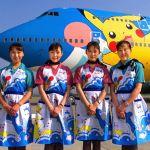Стюардессы японской компании All Nippon Airways возле самолета Pokemon, 1999 год