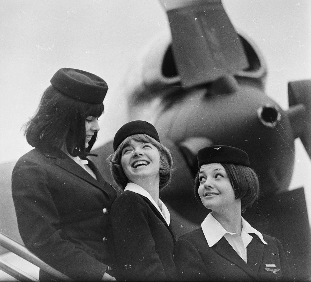 Бортпроводницы венгерской авиакомпании MALÉV, 1966 год