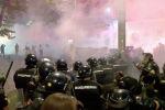 В Сербии прошли акции протеста, переросшие в беспорядки. Участники даже попытались захватить здание парламента, полиция в ответ применила слезоточивый газ. В министерстве обороны Сербии назвали демонстрации попыткой госпереворота.