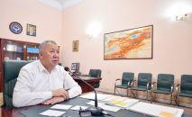 Премьер-министр Кыргызской Республики Кубатбек Боронов на совещании с руководителями медицинских учреждений, прошедшем в режиме онлайн