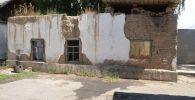 Аварийное здание, где находится единственный рентген-аппарат в Караколе Иссык-Кульской области.