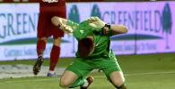 Футболисты в Румынии превратили эпизод матча в футбольную драму: команда Петролул трижды пытались поразить ворота с пенальти, но им это никак не удалось.