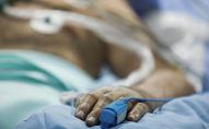Пациент в палате больницы. Архивное фото