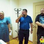 Михаил Степанович заботился о том, чтобы в офисе все работало — от диктофона до кондиционера. Каждый раз, когда техника выходила из строя, он сначала шутил над журналистом, а потом помогал с ремонтом.