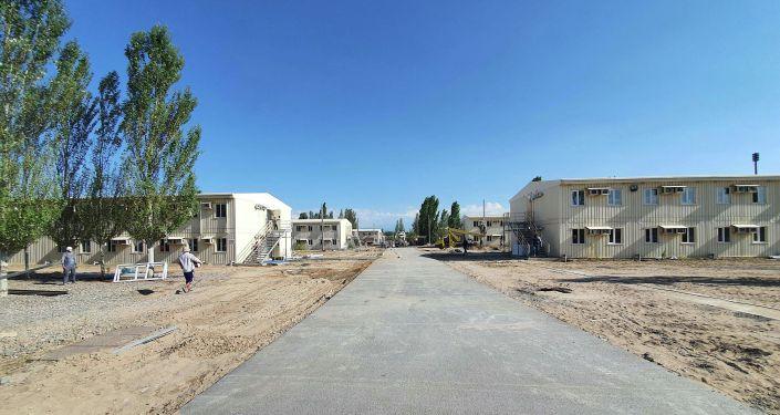 В обсервации «Семетей» откроются палаты интенсивной терапии, рассчитанные на 400 мест. Об этом стало известно во время ознакомления с работой обсервации Премьер-министра Кыргызской Республики Кубатбека Боронова.