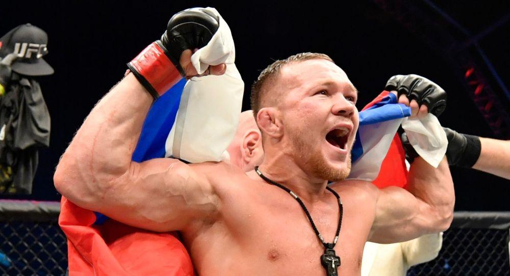 UFC уюмунун эң жеңил салмактагы чемпиону, россиялык мушкер Петр Ян. Архивдик сүрөт