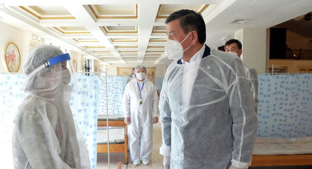 Президент Сооронбай Жээнбеков Бишкекте ачылган түнкү стационарда