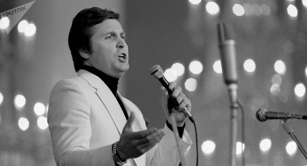 Знаменитый советский и российский певец Лев Лещенко. Архивное фото