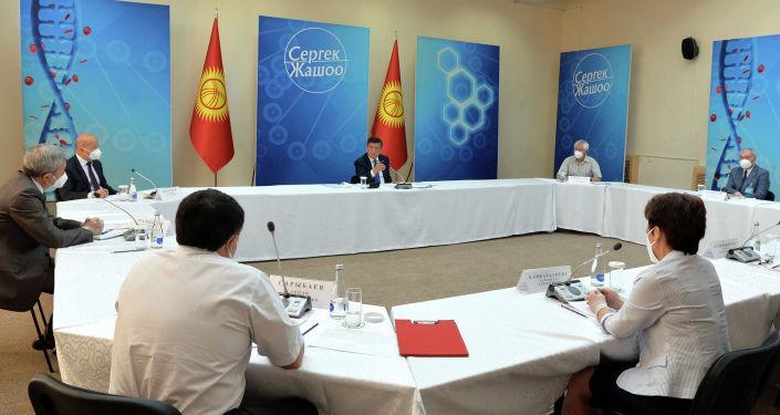 Президент Кыргызской Республики Сооронбай Жээнбеков на встрече с известными специалистами страны в области здравоохранения. 15 июля 2020 года